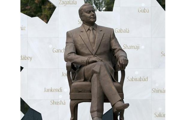 Statue_Mexico_City_removal