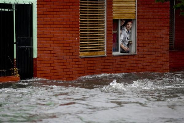 Argentina-flooding-hmed-6p.photoblog600