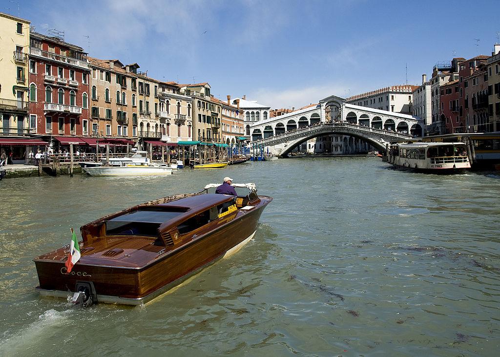 1024px-Rialto_Bridge_Grand_Canal