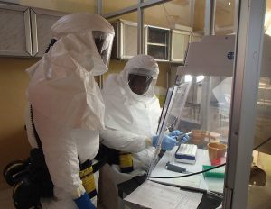 Army_researcher_fighting_Ebola_on_front_lines_(14841171181)