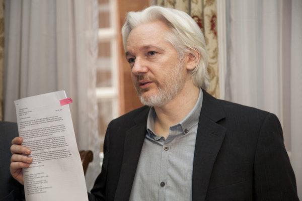 rsz_rueda_de_prensa_conjunta_entre_canciller_ricardo_patiÑo_y_julian_assange